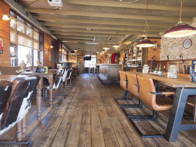 20200813 Stav Posth ovz café ri uitg va tafel laag 2 640__8506164