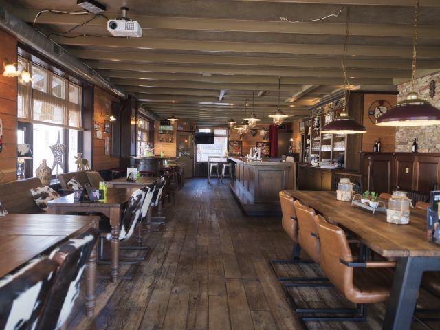 20200813 Stav Posth ovz café ri uitg va tafel laag 640__8506164