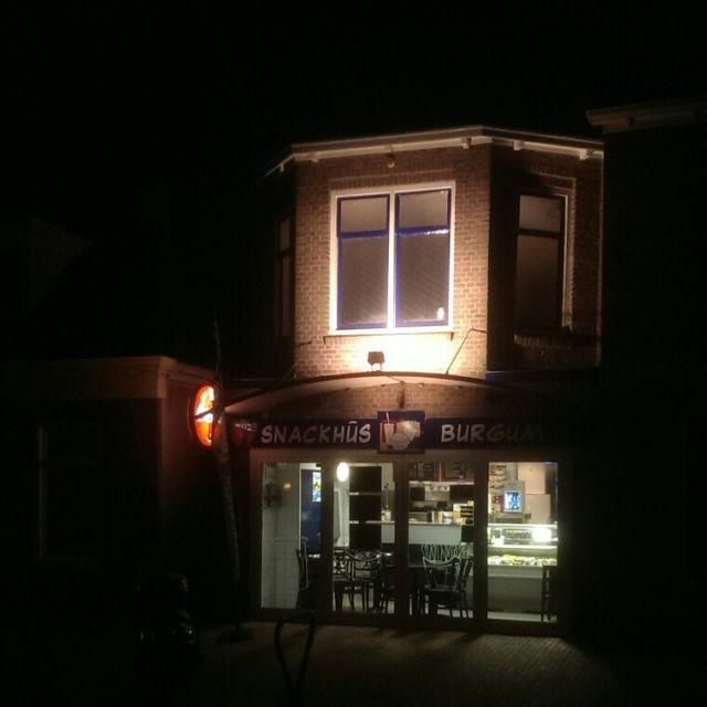 20210315 Burg Snackh HvdL buiten bij nacht