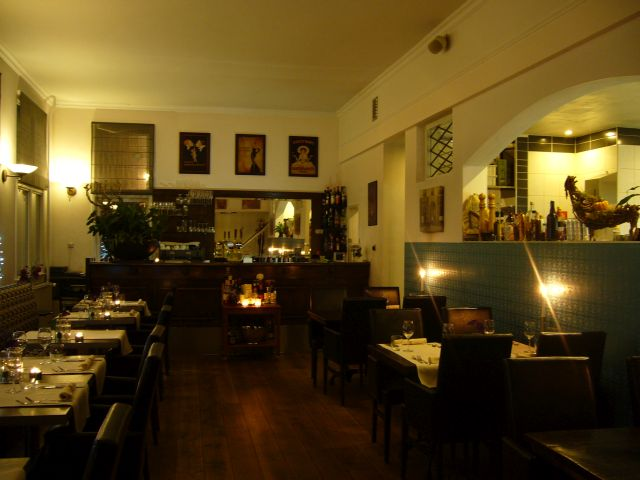 20210716 Zuidh Raadh 640 restaurant avond