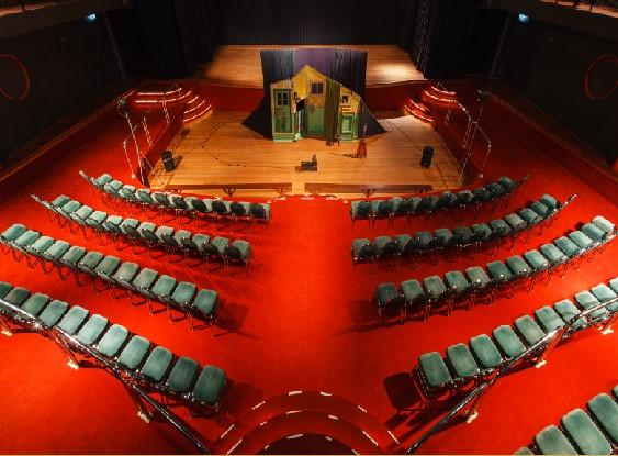 Eern Buiten ovz zaal opstelling theater